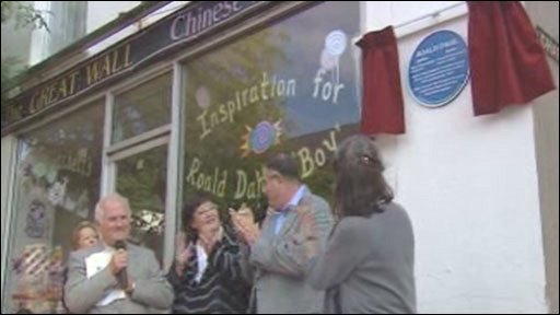 Unveiling of the plaque to Roald Dahl
