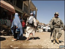 A US soldiers patrols the streets of Kabul (Sept 2009)