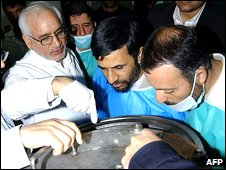 President Mahmoud Ahmadinejad visits the Natanz uranium enrichment facility, central Iran (Feb 2006)