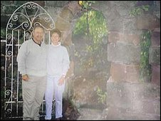 Is there a ghostly mist with Verne and Cindy at Ruthin Castle hotel?