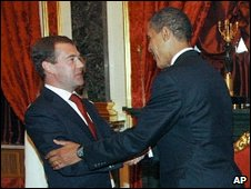 Russian President Dmitry Medvedev and US President Barack Obama in Moscow (06 July 2009)