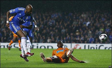 Nicolas Anelka scores for Chelsea
