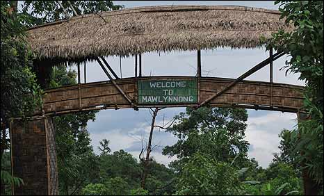 Bridge leading into the village of Mawlynnong
