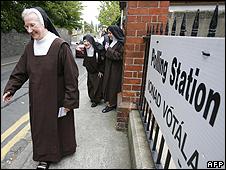 Irish nuns at a polling station, 24 May 07