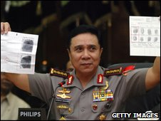 Police chief shows the fingerprints from one of the bodies, in Jakarta on 17 September 2009