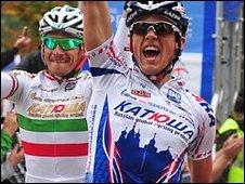 Swift out-sprints Filippo Pozzato