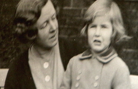 Frances Stevenson gyda'i merch Jennifer Lonford