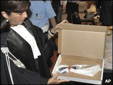 Prosecutor Manuela Comodi shows a knife to the courtroom