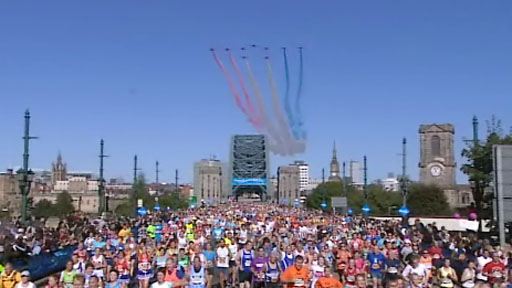 Red Arrows fly over the Great North Run