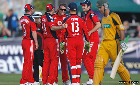 Ricky Ponting is dismissed by Graeme Swann