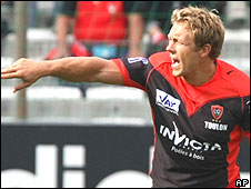 Jonny Wilkinson shouts instructions for Toulon in their win over Toulouse
