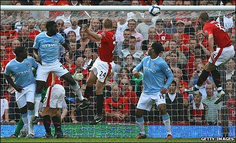 Darren Fletcher (centre) scored for Man utd