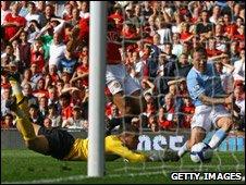 Craig Bellamy (right) scores Man City's third goal