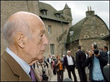 Valery Giscard d'Estaing welcomes visitors to his castle in central France - photo 19 September