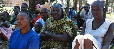 Southern Sudanese who have fled the LRA wait for food aid in Yambio
