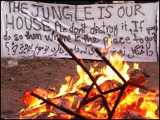 Migrants protest in Calais