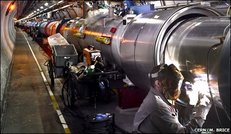 Technician works on LHC magnet (Cern/M. Brice)