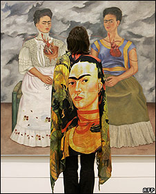 Exhibition-goer looking at a Frida Kahlo painting