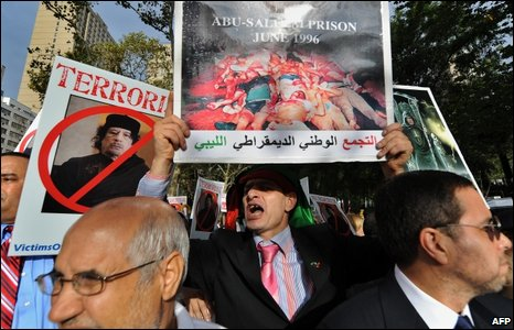 Protesters greet Colonel Gaddafi