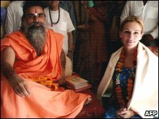 Julia Roberts (right) poses with Indian priest Swami Dharmdev in Hari Mandir Ashram in Pataudi, some 80km south-west of Delhi on September 22, 2009