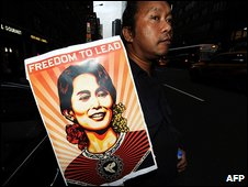 Aung San Suu Kyi supporter at UN in New York 23.9.09
