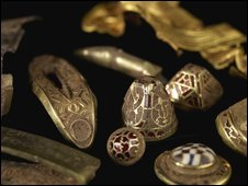 Gold Anglo-Saxon artefacts found in Staffordshire