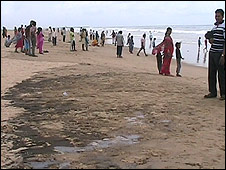 Oil spill on Orissa beach