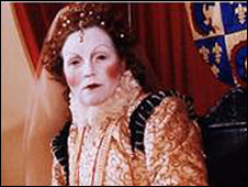 Leslie Smith as Elizabeth I