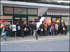 Queue outside Central Perk in London