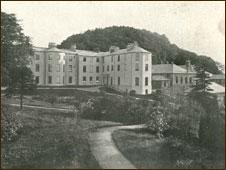 Penrhyn Arms Hotel