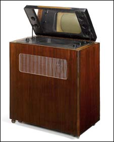 A  Murphy mirror-lid type A42V television from 1937