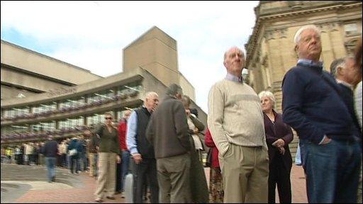 Crowds queue at Birmingham Museum