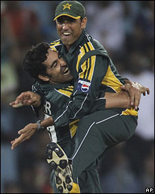Umar Gul and Younus Khan celebrate after the skipper ran out Gautam Gambhir