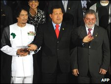 Venezuelan President Hugo Chavez, centre, stands next to his Brazilian counterpart Inacio Lula Da Silva, right, and Libyan leader Muammar Gaddafi during the family photo of the 2nd South America-Africa Summit (ASA) in Margarita Island, Venezuela (26 Sept 2009)