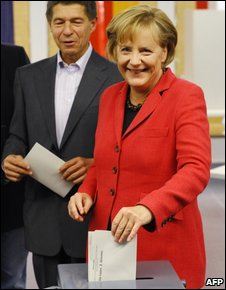 Angela Merkel and husband voting in Berlin