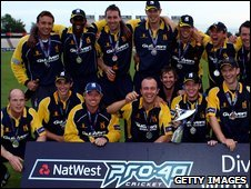 Warwickshire celebrate winning Pro40 Division Two
