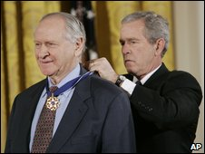 William Safire receives  presidential medal of freedom from former President George W Bush in 2006