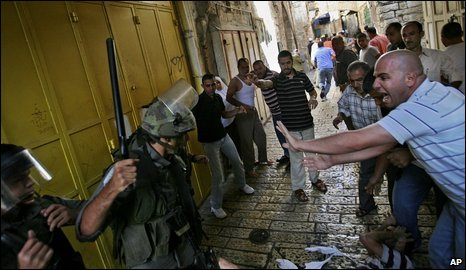 Clashes between Israeli police and Palestinians in Jerusalem Old City, Sunday
