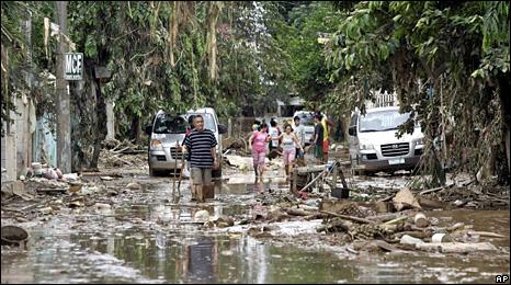 Survivors in Marikina City (28 September 2009)