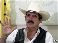 Deposed Honduras President Manuel Zelaya in Tegucigalpa (28 September 2009)