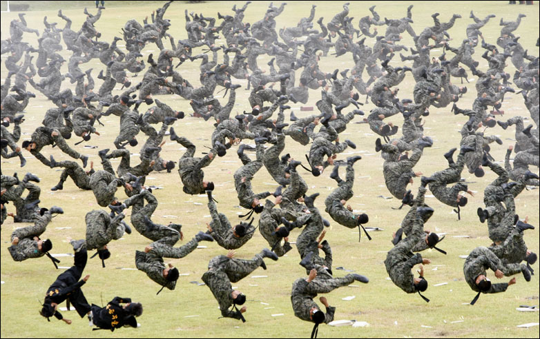 South Korean Special Army soldiers flip simultaneously
