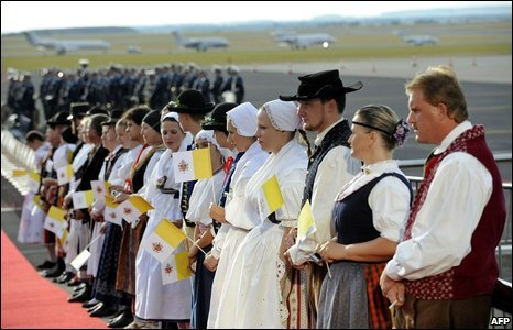People dressed in traditional costumes wait for the Pope Benedict XVI to attend a ceremony at the end of his visit to the Czech Republic at Ruzyne airport, Prague, 28 September 2009
