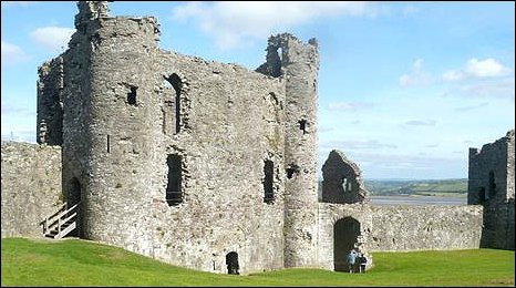 Image of Llansteffan Castle by eter Jackson.