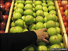 Supermarket apples