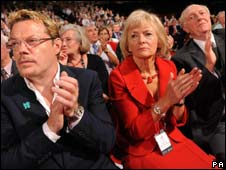 Comedian Eddie Izzard with Lord and Lady Kinnock at the Labour conference