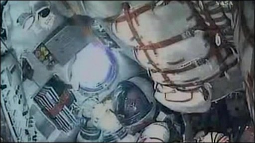 Astranaut aboard Soyuz gives thumbs up