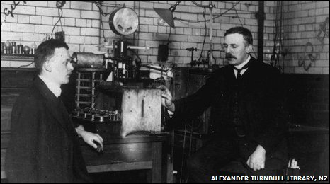 Ernest Rutherford (right) and Hans Geiger (c) Alexander Turnbull Library, New Zealand