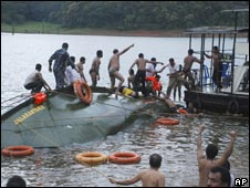Rescue workers pull out bodies after a boat capsize in Kerala on Wednesday 30 Sept 2009