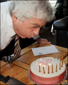Rhodri Morgan and birthday cake