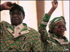 Robert and Grace Mugabe (Dec 2008)